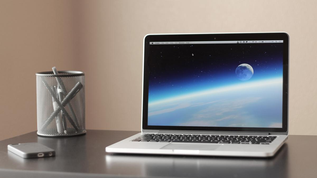 Gizmag reviews the latest version of the 13-in Retina MacBook Pro