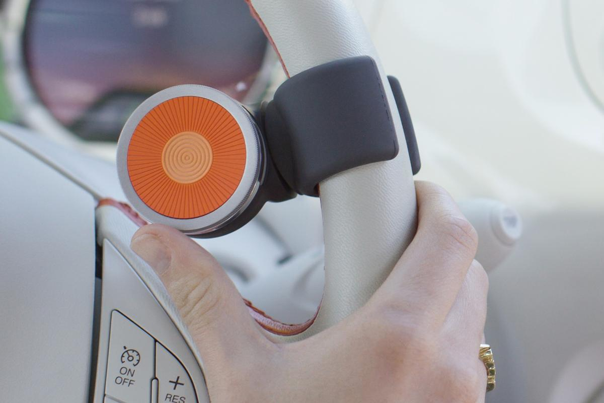 The O6 controller addresses the common risks of distracted driving through a combination of intuitive hardware and unique software