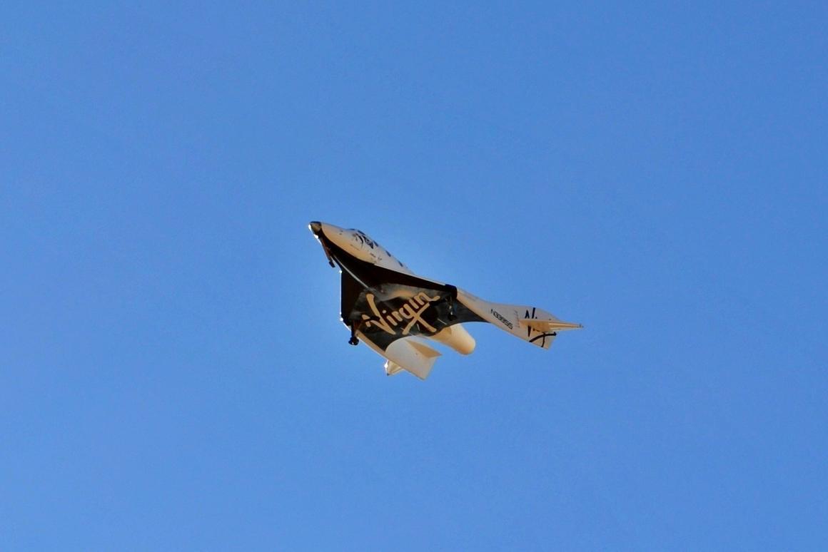 VSS Enterprise glides to earth on its latest successful glide flight test (Photo: Chris Van Pelt)