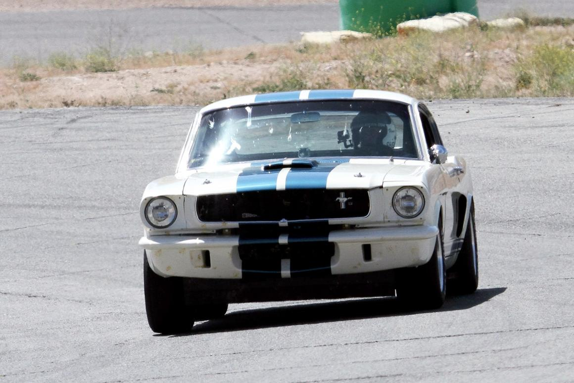 The GT350Rwould look wrong finished in anything other thanWimbledon White with blue stripes