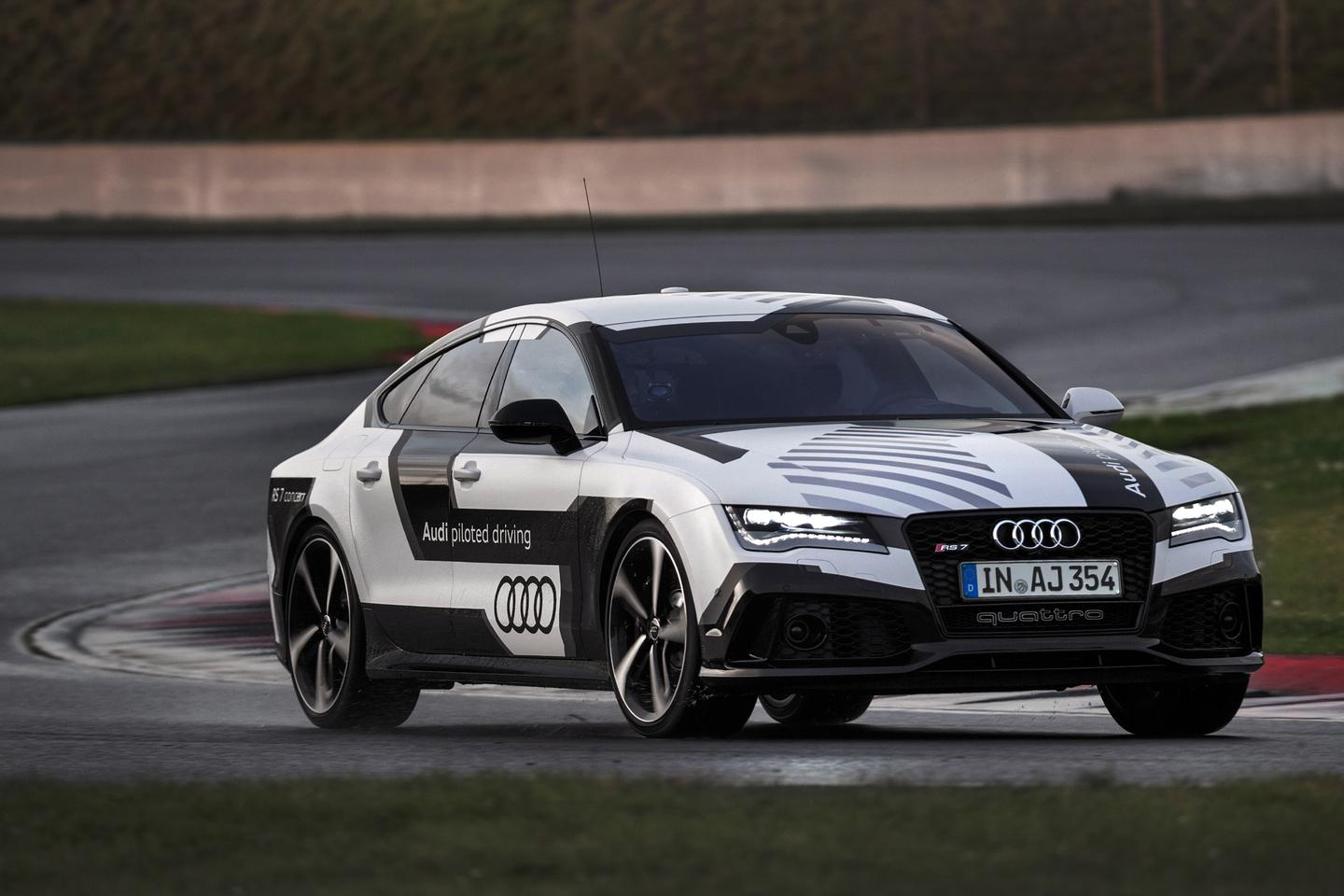 The RS 7 piloted driving concept has completed a lap of the Hockenheim Grand Prix track in just over two minutes