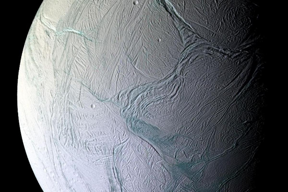 Scientists have recreated conditions found onSaturn's icy moon Enceladus, and discovered that some earthly bacteria can survive