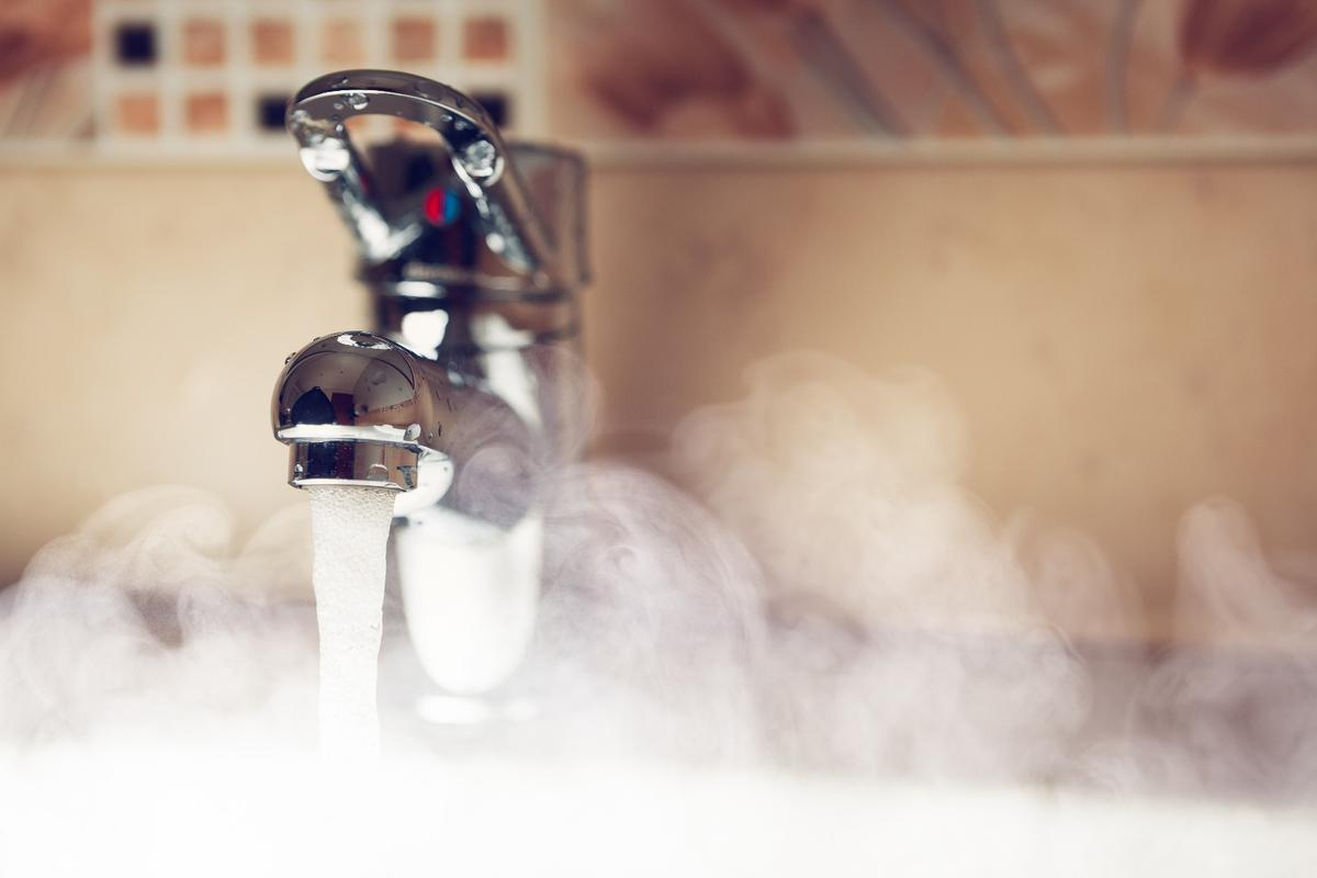 The researchers claim that where the material has been applied in some houses, water flowing for just five meters (16 ft) through the ink-treated pipe reaches 68 °C (154 °F) almost instantly