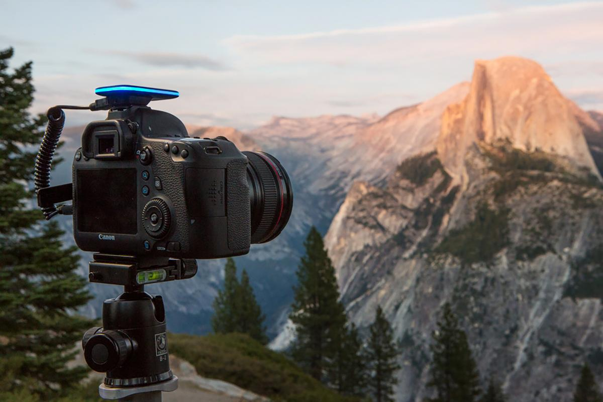 The Pulse is a remote camera trigger which lets you control a DSLR from a smartphone