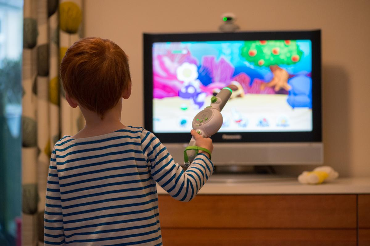 Gizmag takes the LeapFrog LeapTV games console for a spin (Photo: Simon Crisp/Gizmag.com)