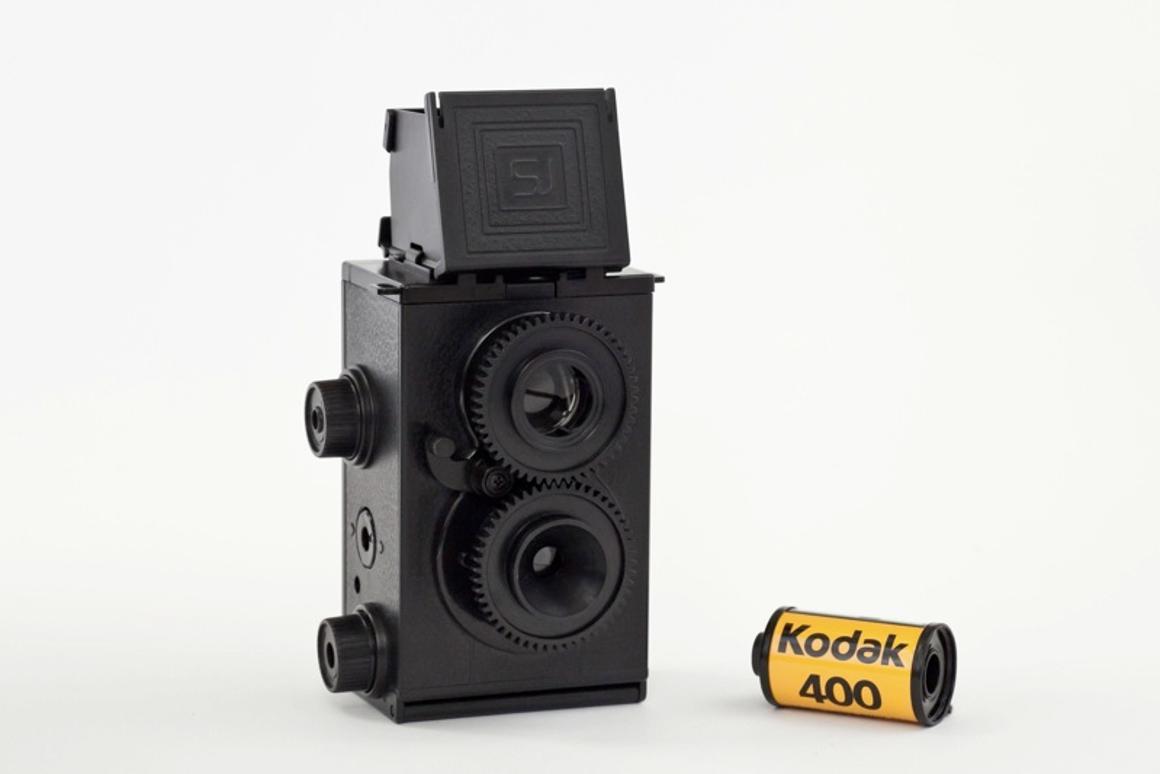 The twin lens kit camera shoots 35mm film (Image: Photojojo)
