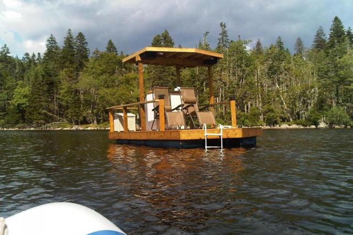 The Firefly solar-powered boat was built by Canadian eco-enthusiast Dan Baker for an impressive CA$2,900 (US$2,845)