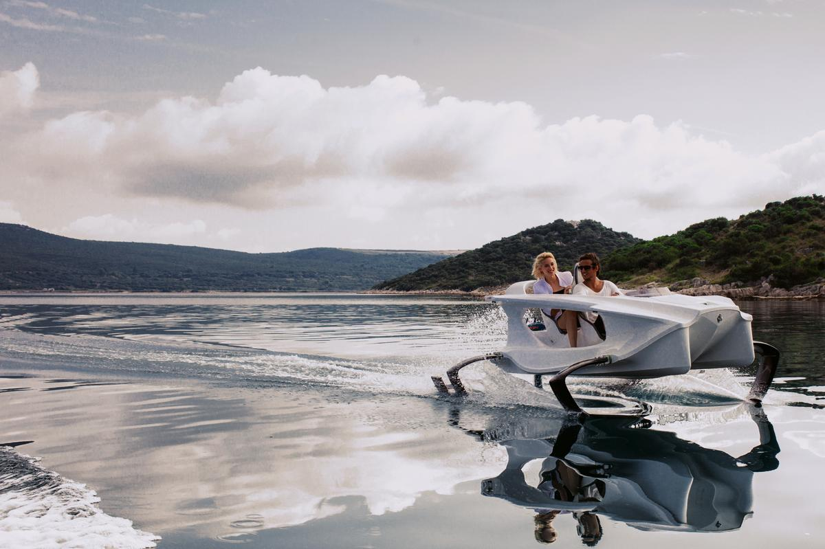 Using C-foil technology, the Quadrofoil's specially shaped hydrofoils provide the necessary lift forces needed to get the craft out of the water at only 12 km/h (6.5 knots)