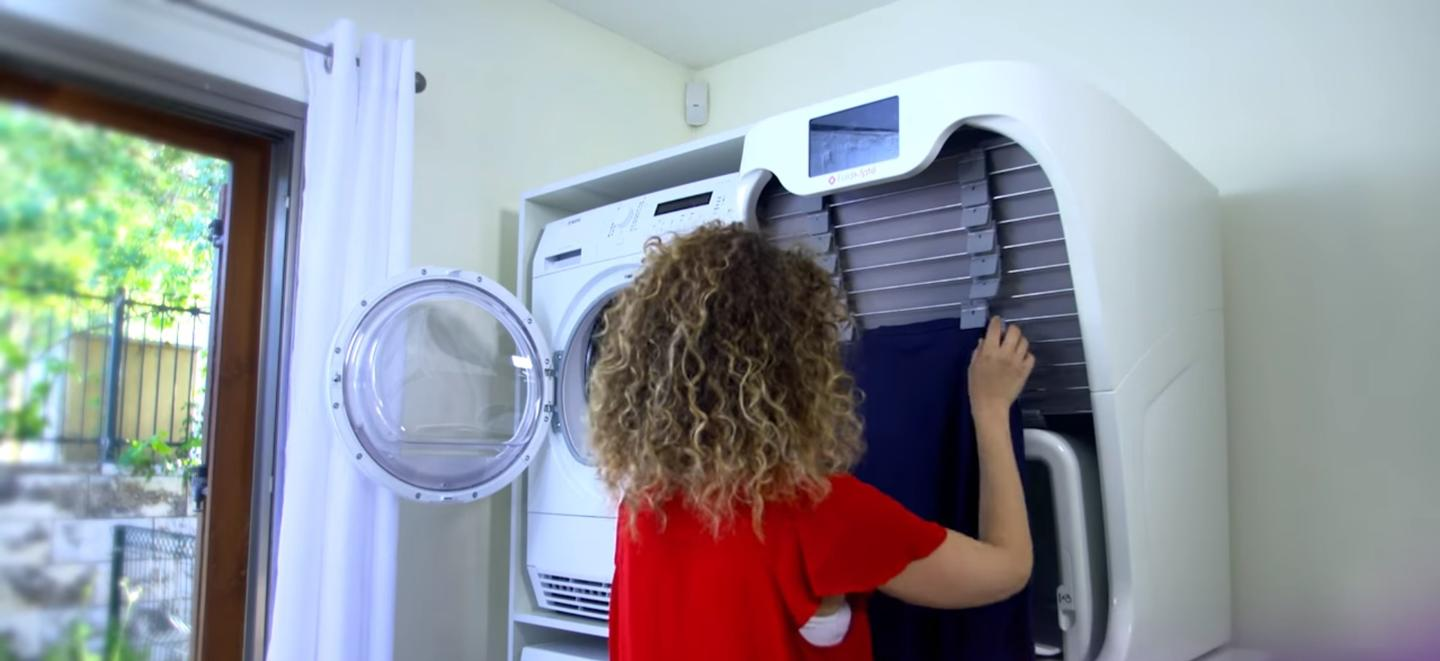 The FoldiMate is awasher-sizedmachine that can dewrinkle, treat and fold most items of laundry