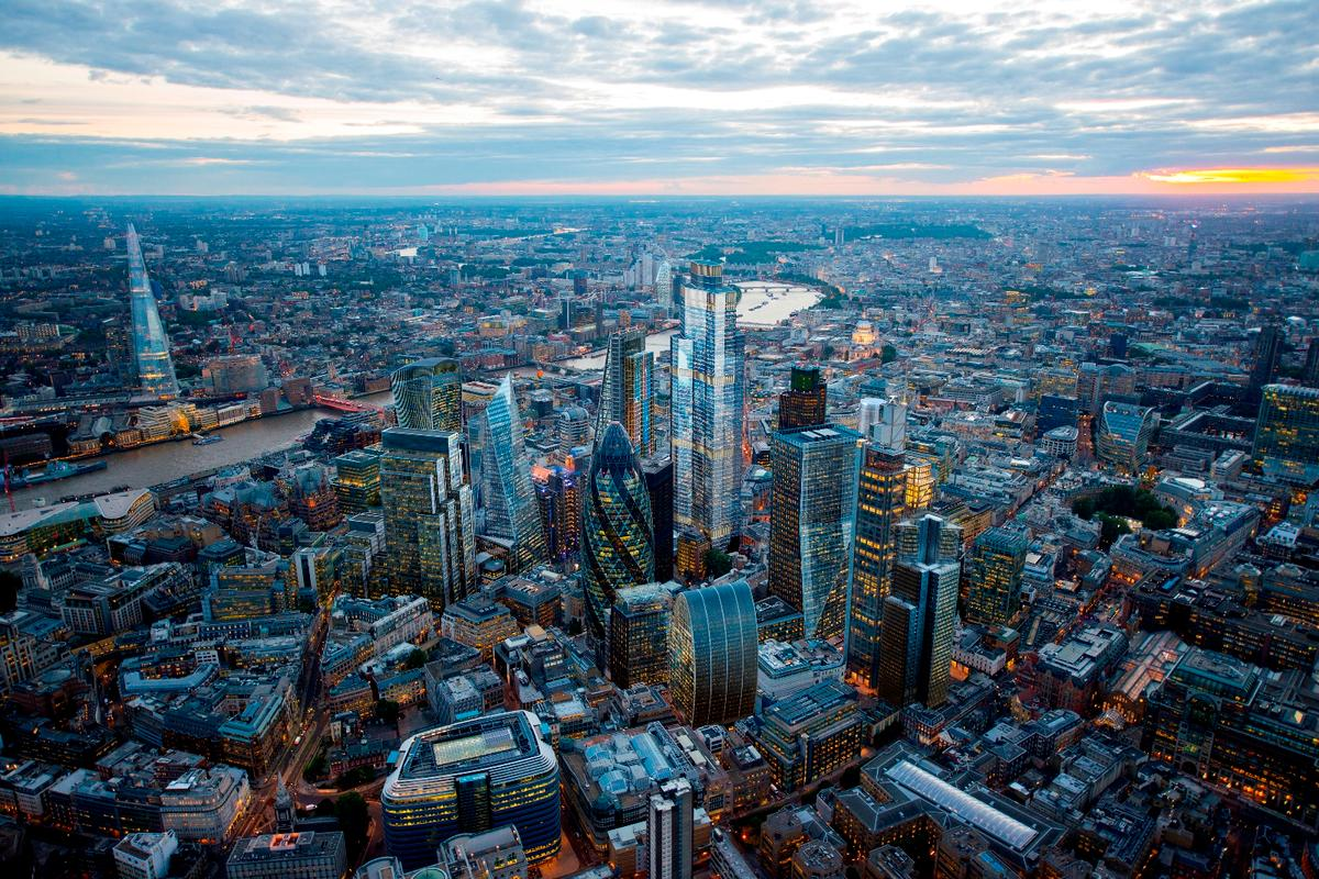 22 Bishopsgate will be 278 m (912 ft) and 62 storeys tall