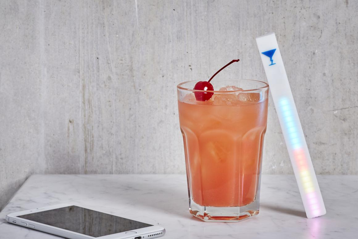 The MixStik is used with an accompanying app for Android and iOS, with which users can browse cocktail recipes or find recipes based on the ingredients they have
