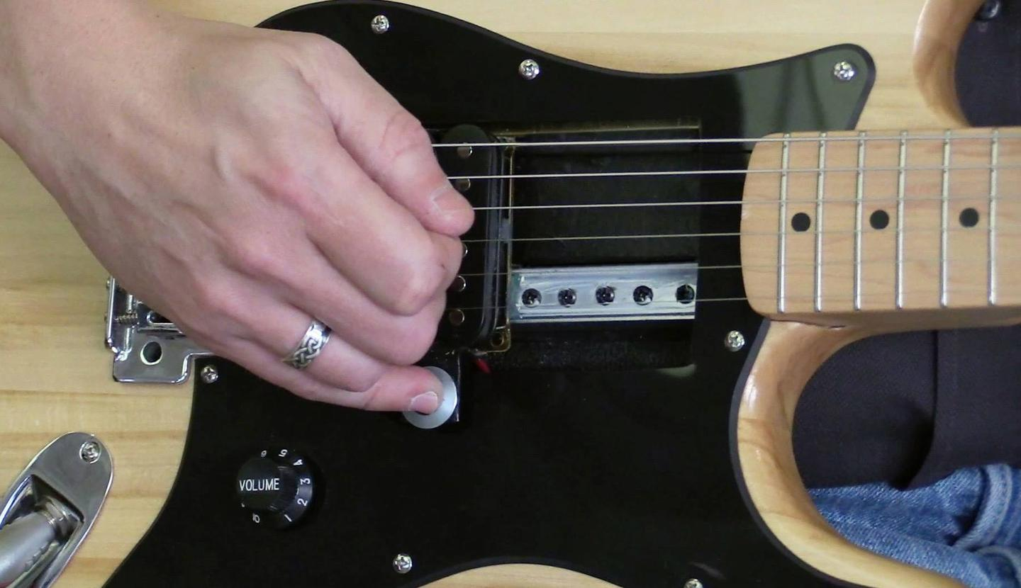 The single humbucker block can be moved back and forth along the rail with a just light touch