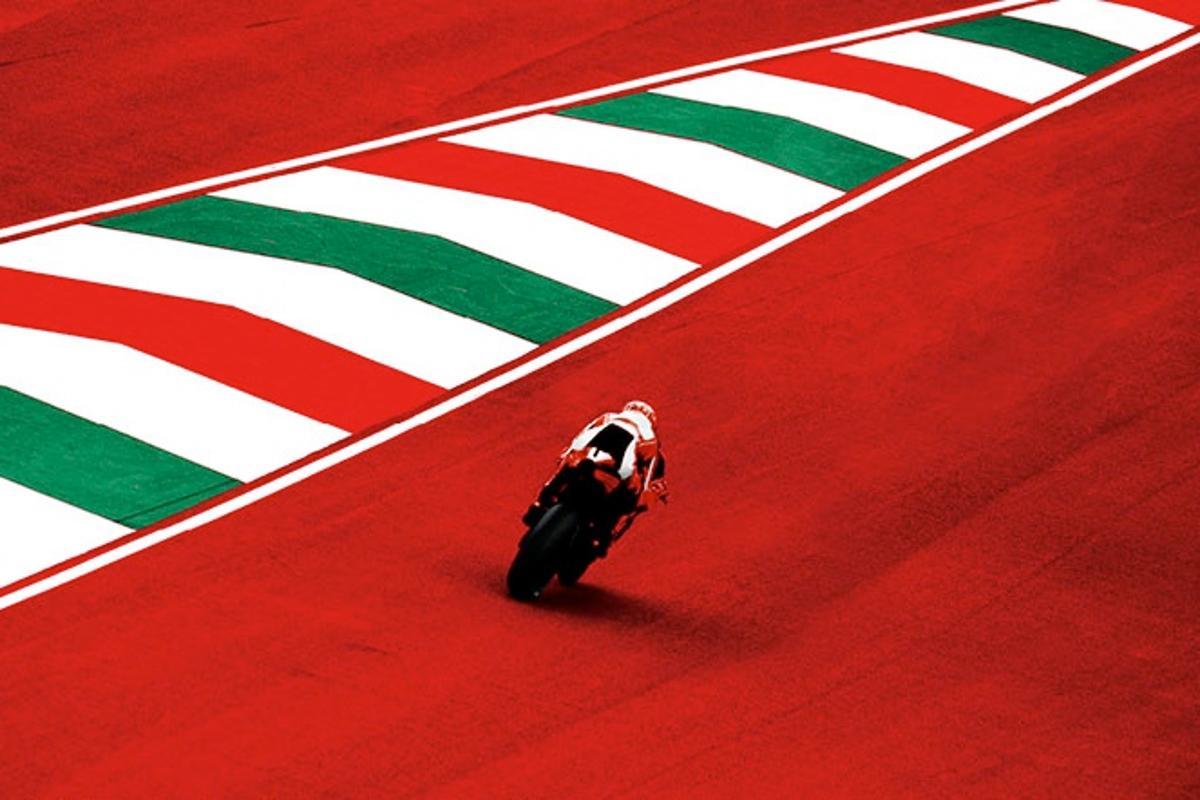 Valentino Rossi tucked in at full noise on the 1000cc Ducati Desmosedici MotoGP bike.