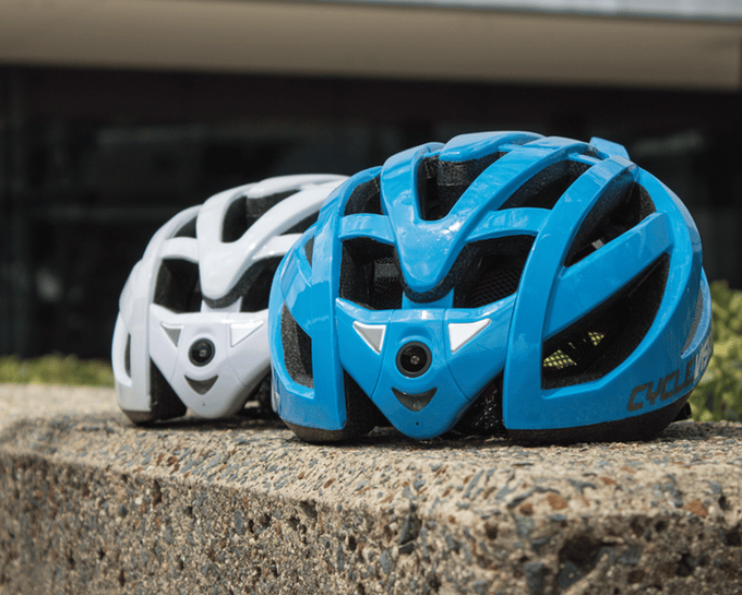 The Cyclevision Edge is currently seeking funding on Kickstarter, with early Bird pledges starting at US$350 for the helmet