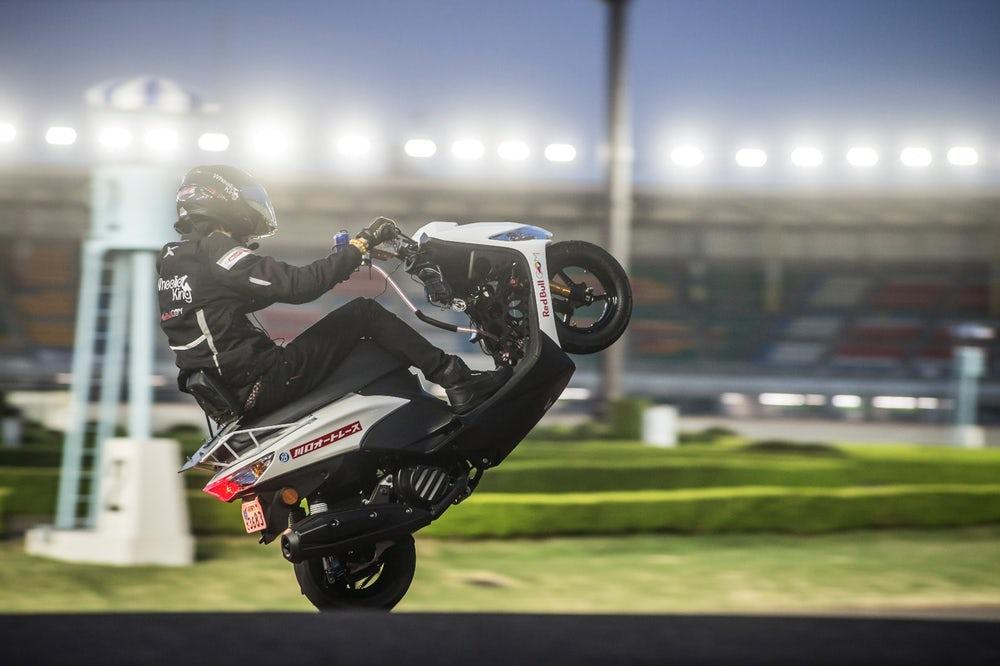 Masaru Abe smashes the world record for the longest wheelie