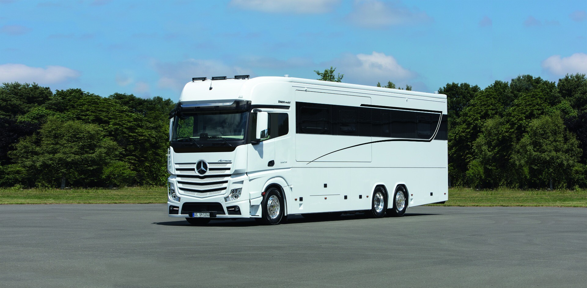 The Signature 1200 is based on the 26-tonne Mercedes-Benz Actros 2553