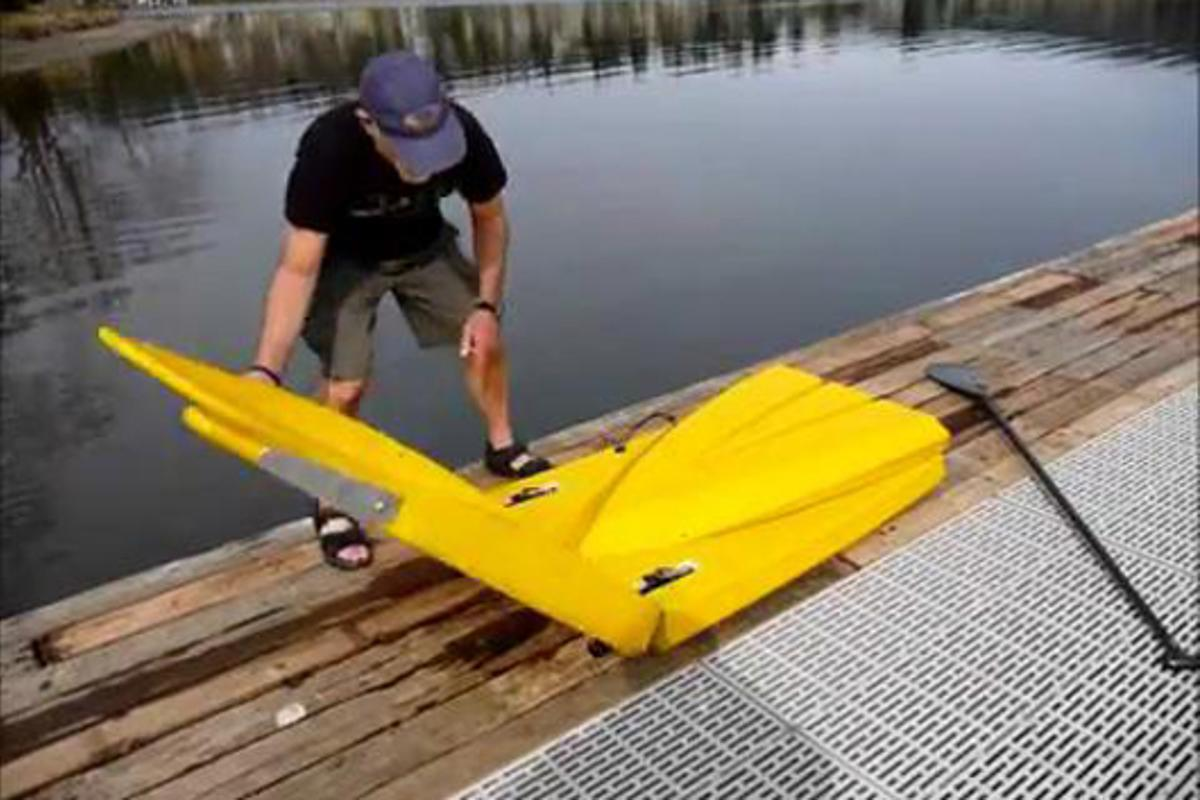 The tip and tail of the Origami Paddler fold out and lock into place via patent-pending strap hinges
