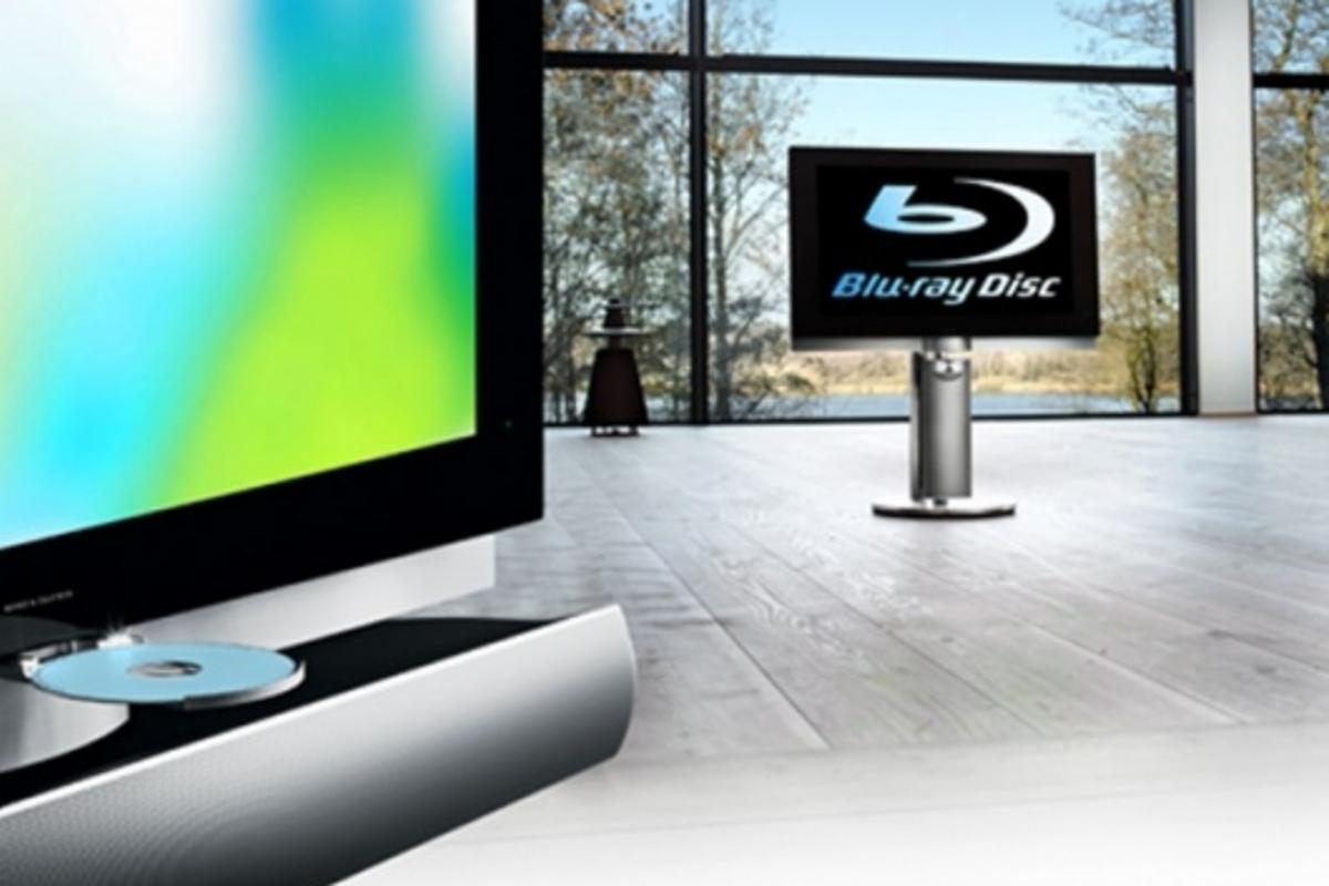 The BeoVision 7-40 with integrated Blu-ray player.
