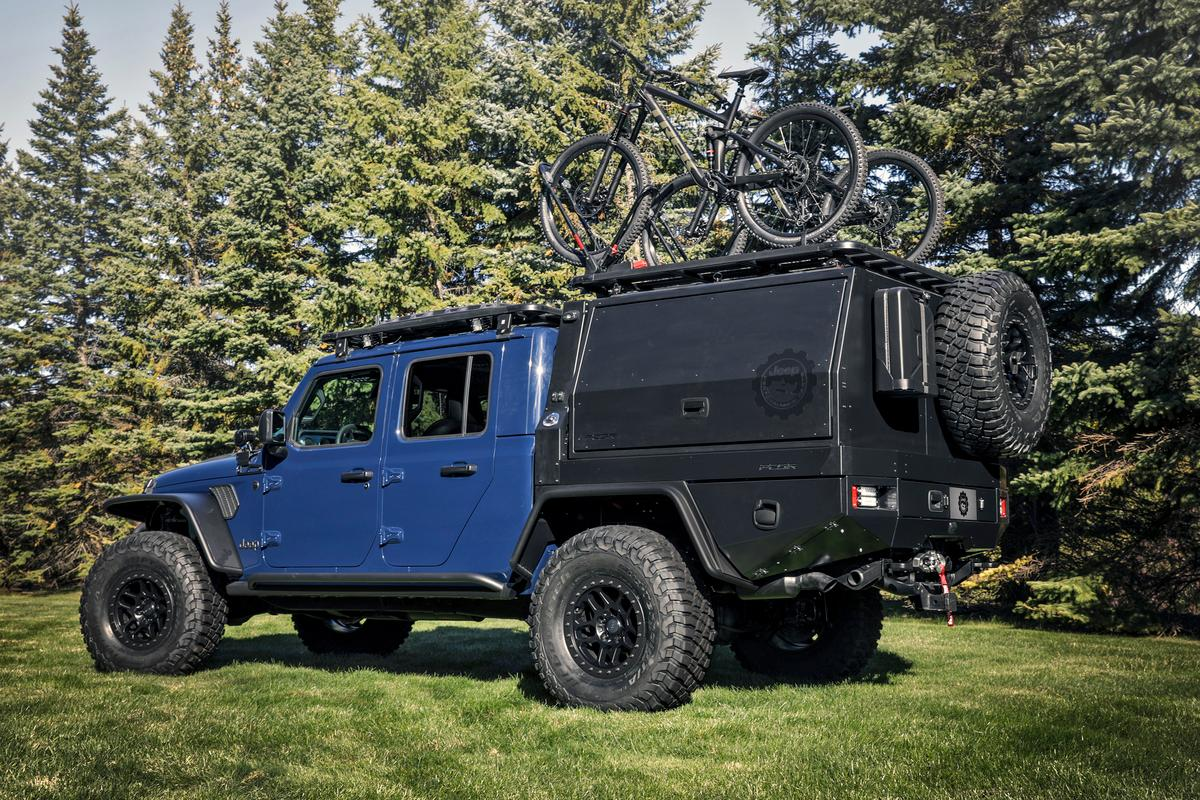 The PCOR tray bed/canopy system is the highlight of the build, turning the Jeep Gladiator from a trail-ready pickup to a mountain bike adventure rig