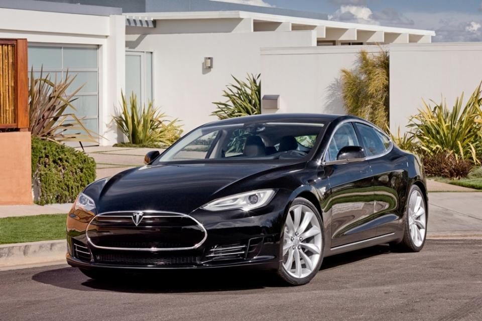 A Tesla Model S that did not have a battery fire (Photo: Crixxor)