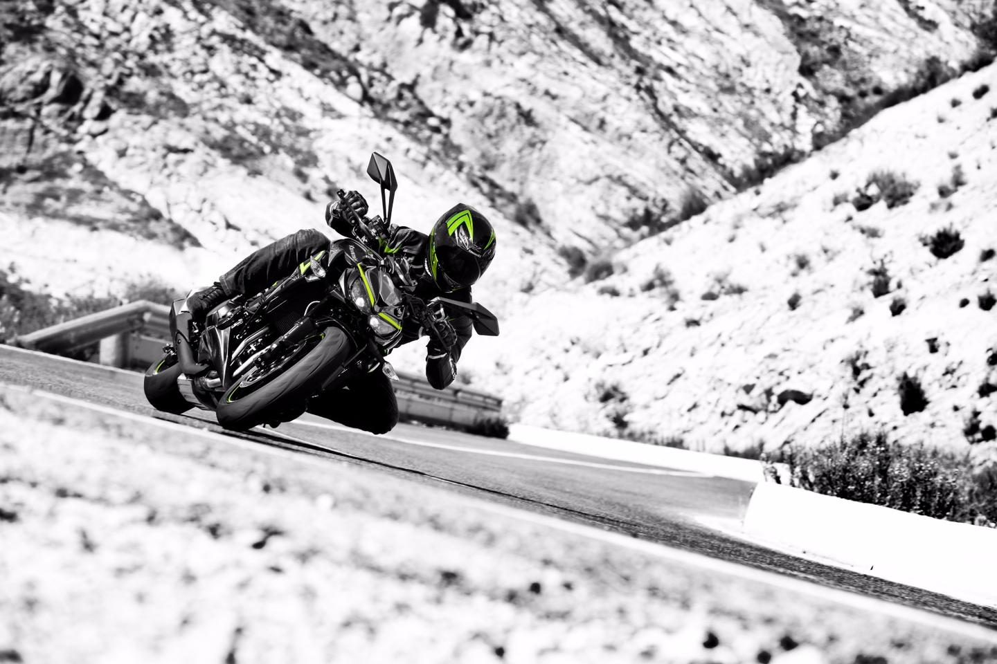 The 2017 Kawasaki Z1000 R Edition in action