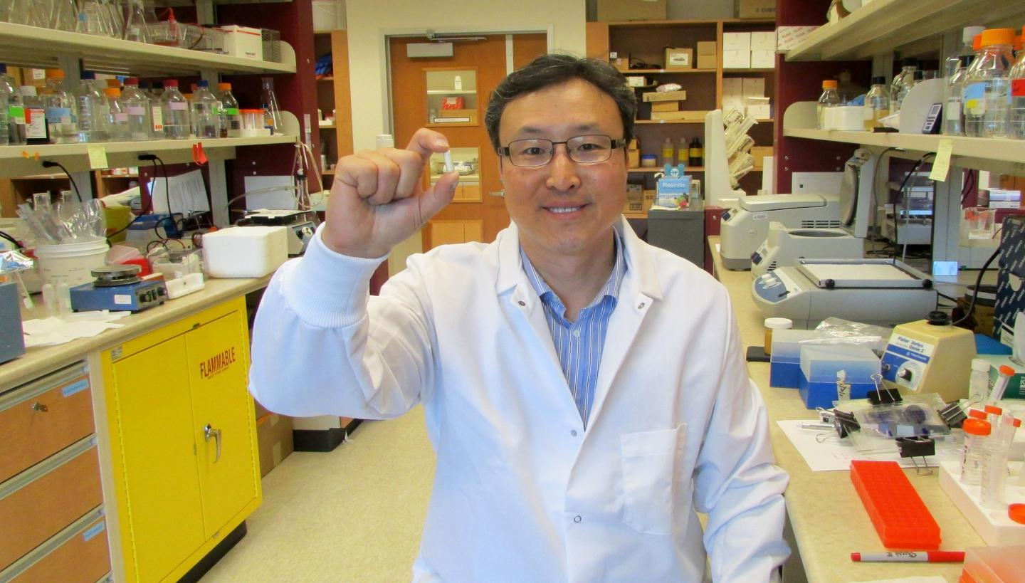 Hoon Sunwoo holds a sample of the antibody supplement he developed with colleague Jeong Sim