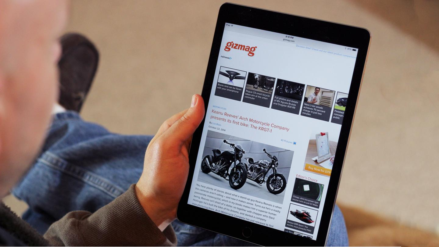 Gizmag takes a quick first look at the Apple iPad Air 2 (Photo: Will Shanklin/Gizmag.com)