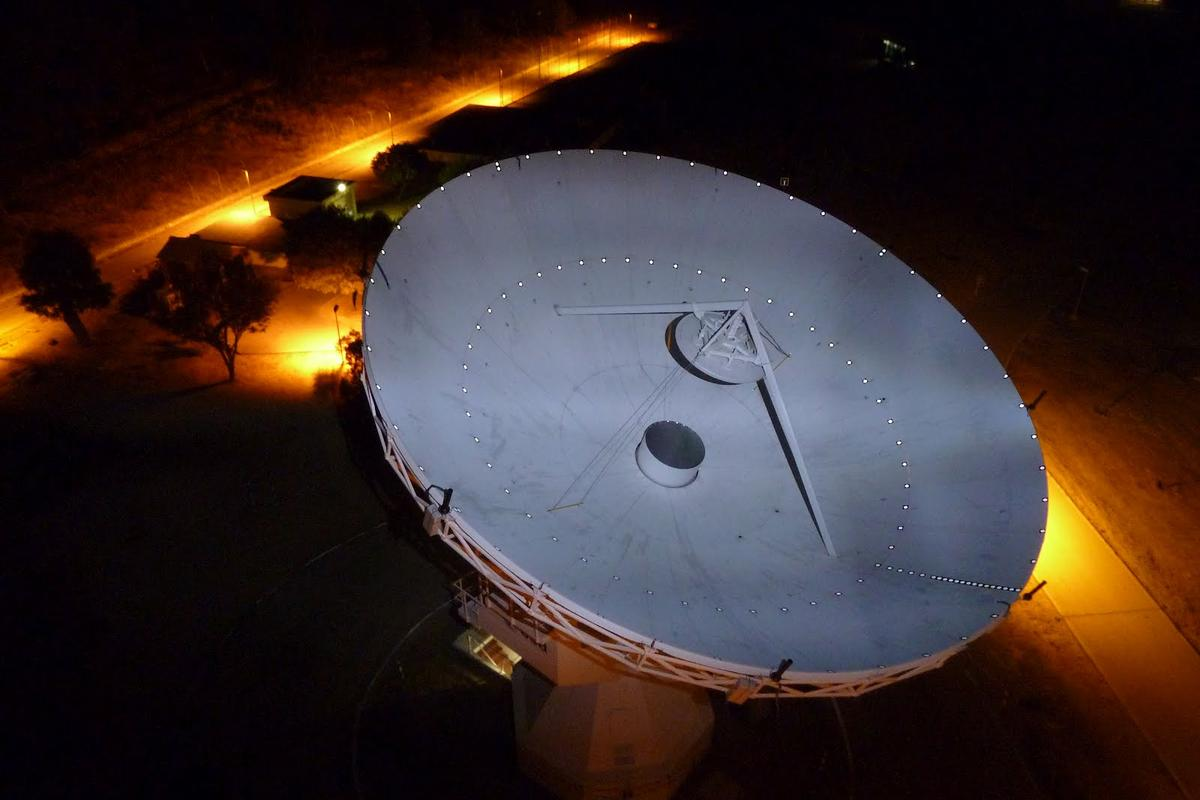 ESA's 15 m-diameter dish antenna at the European Space Astronomy Centre (ESAC), near Madrid, which has been upgraded to use the new SARAS technology (Photo: ESA/Isdefe)