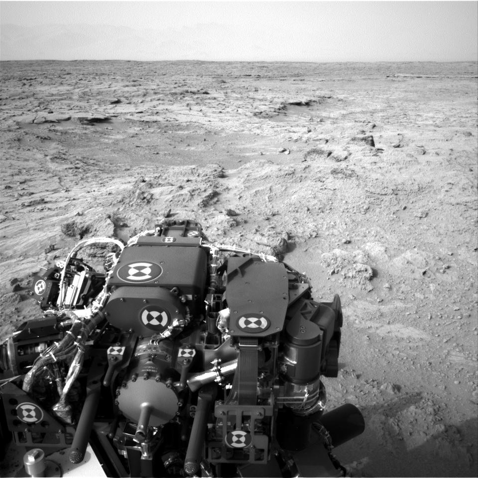 Post-drive view after Curiosity drove 83 feet (25.3 m) eastward during the 102nd Martian day of the mission (Image: NASA/JPL-Caltech)