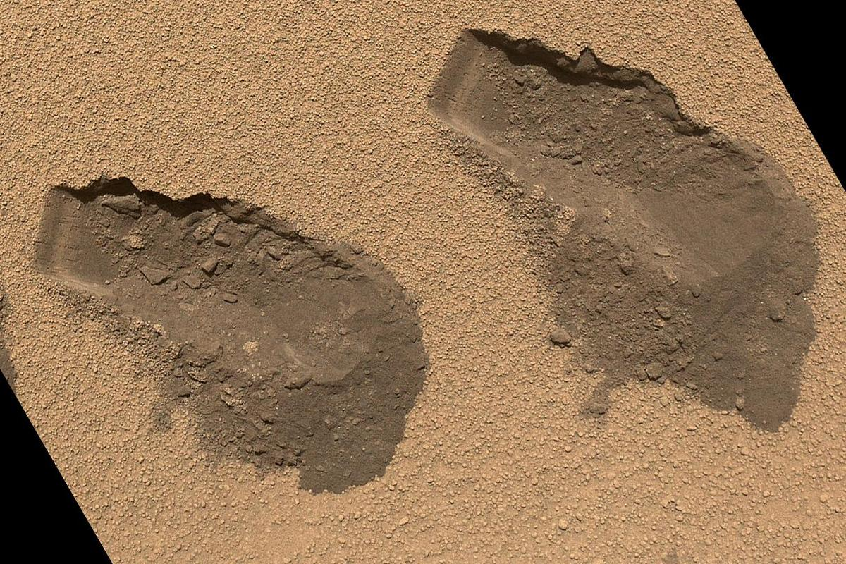 Scoop marks made by Curiosity while collecting soil samples in October 2012 (Image: NASA/JPL-Caltech/MSSS)