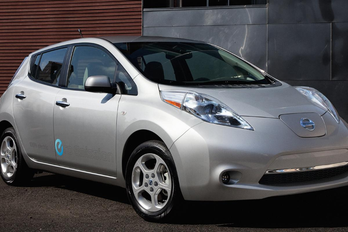 Nissan's all-electric LEAF will now come with DC fast charge and cold weather features as standard in the U.S.