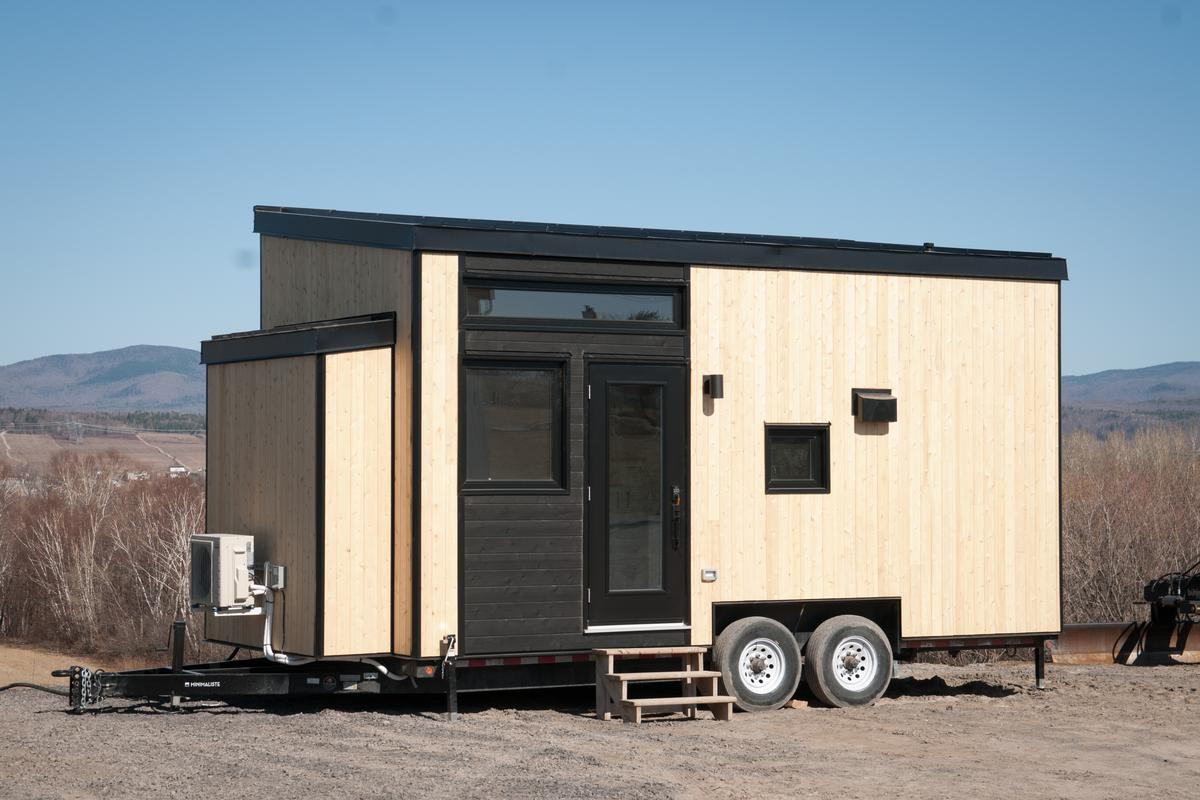 The tiny house is based on a double axle trailer and has a total length of 22.5 ft (6.8 m)