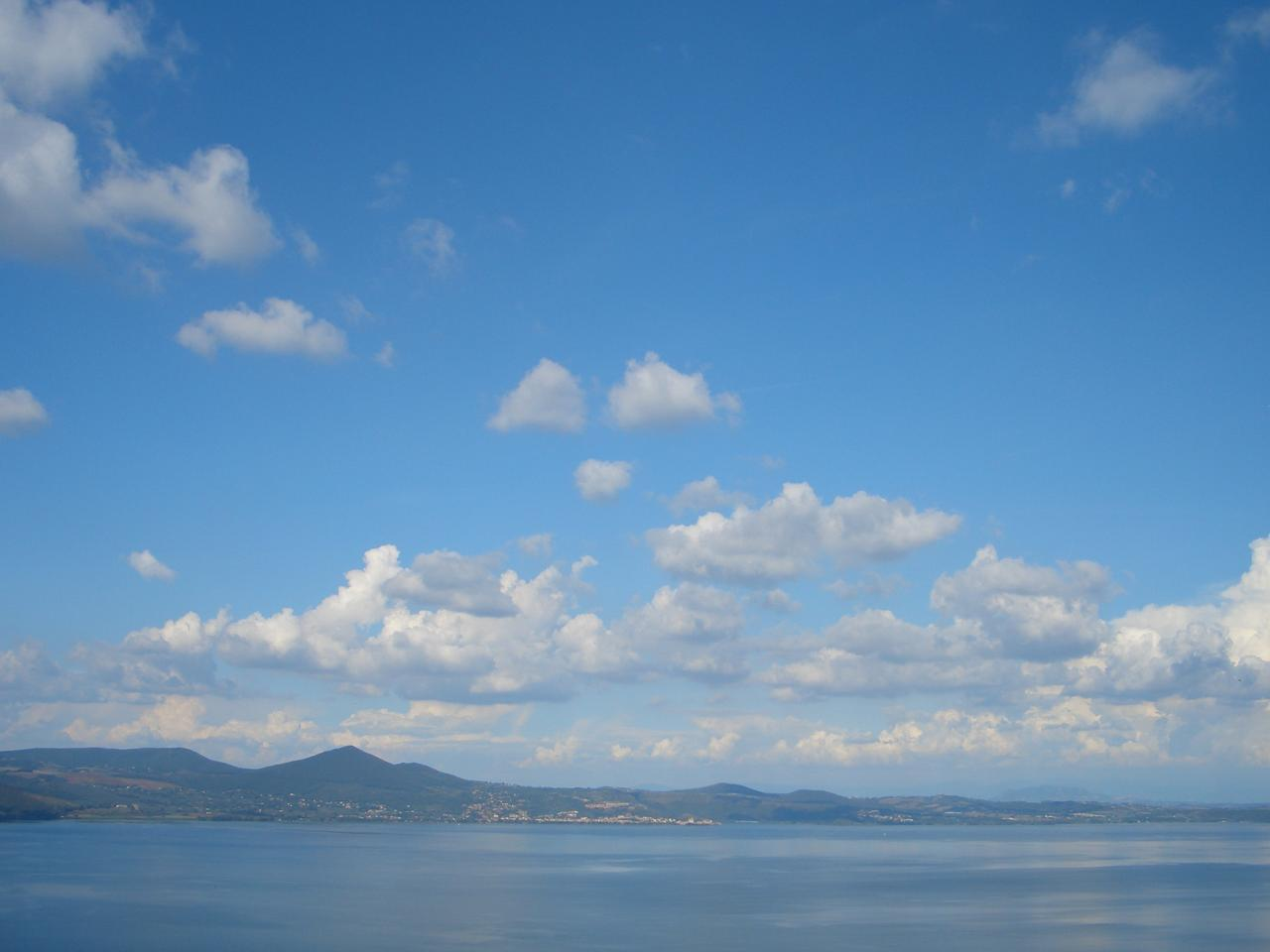 Before: photo of a lake with clouds to the front and rear of the image (Photo: Gizmag)