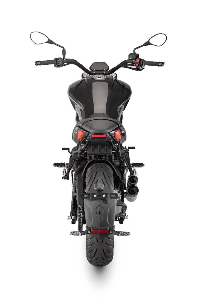 Benelli 402 S: slim 160-section rear tire should handle well