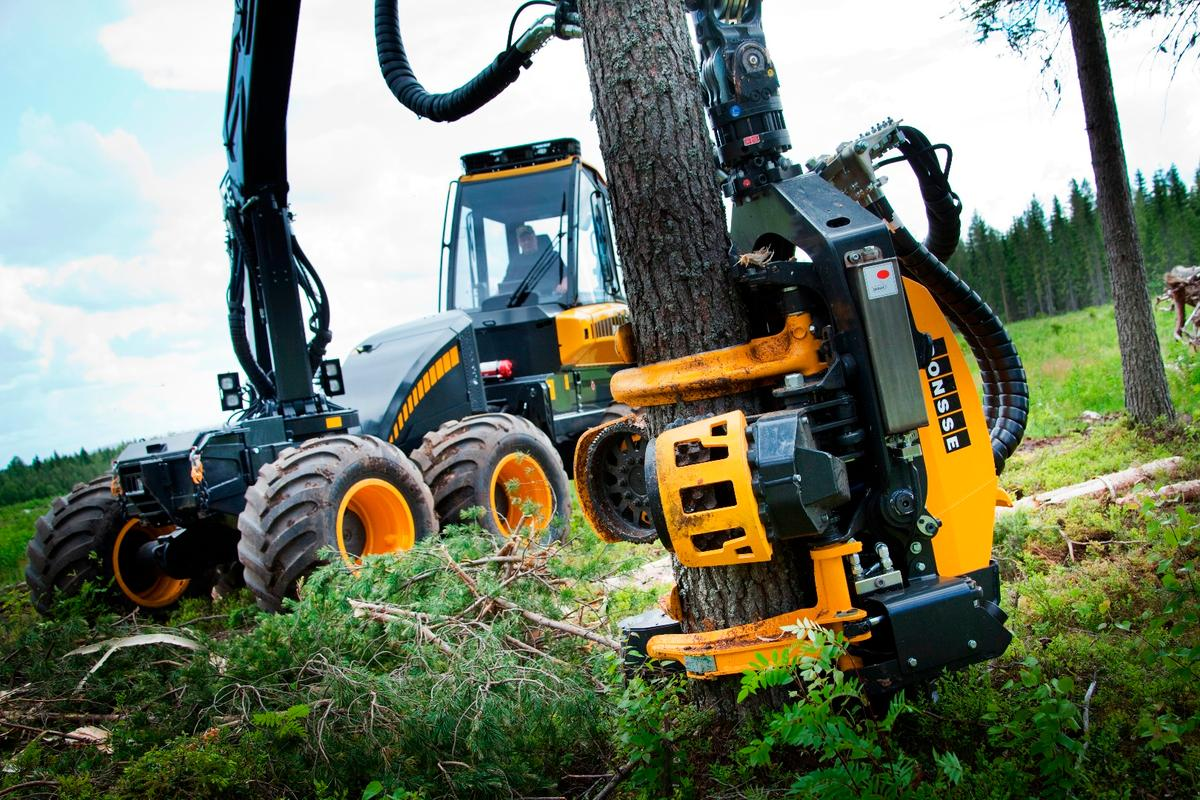 Ponsse H7 harvesting head: quick, safe, controlled tree felling