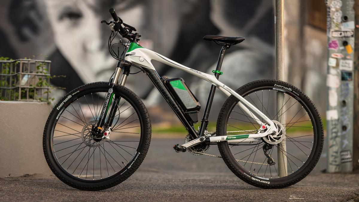 The Benelli Achle 29 offers euro-bike looks, quality components and a long-range Samsung battery