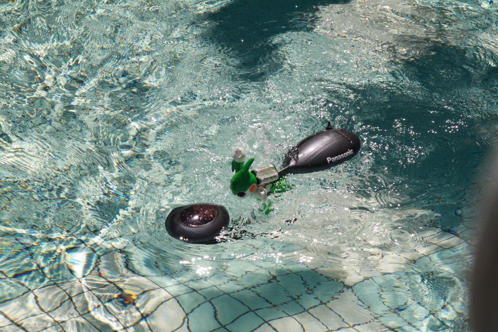 Panasonic's EVOLTA swimming robot