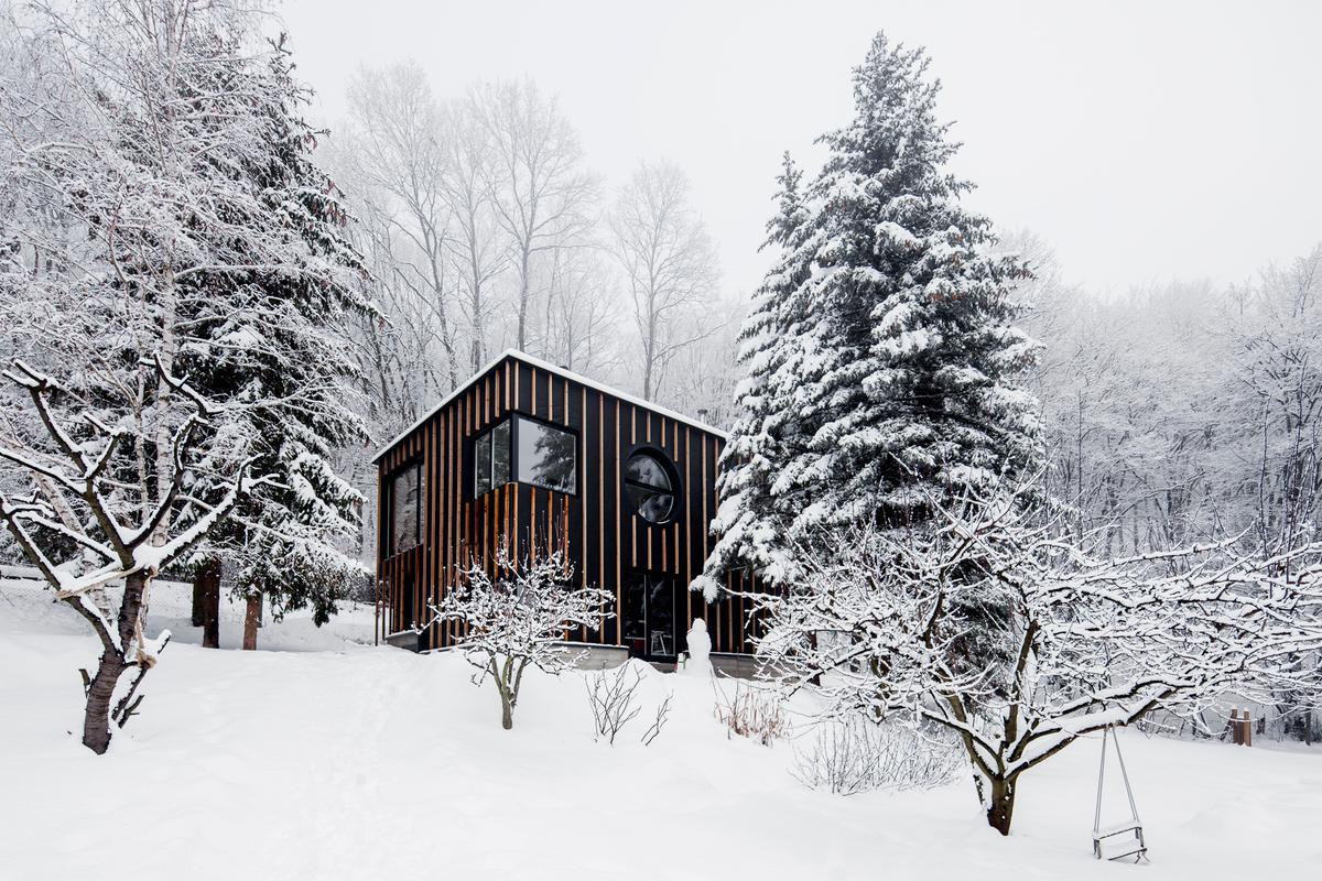 T2.a Architects' Black Magic House (Photo: Zsolt Batár)