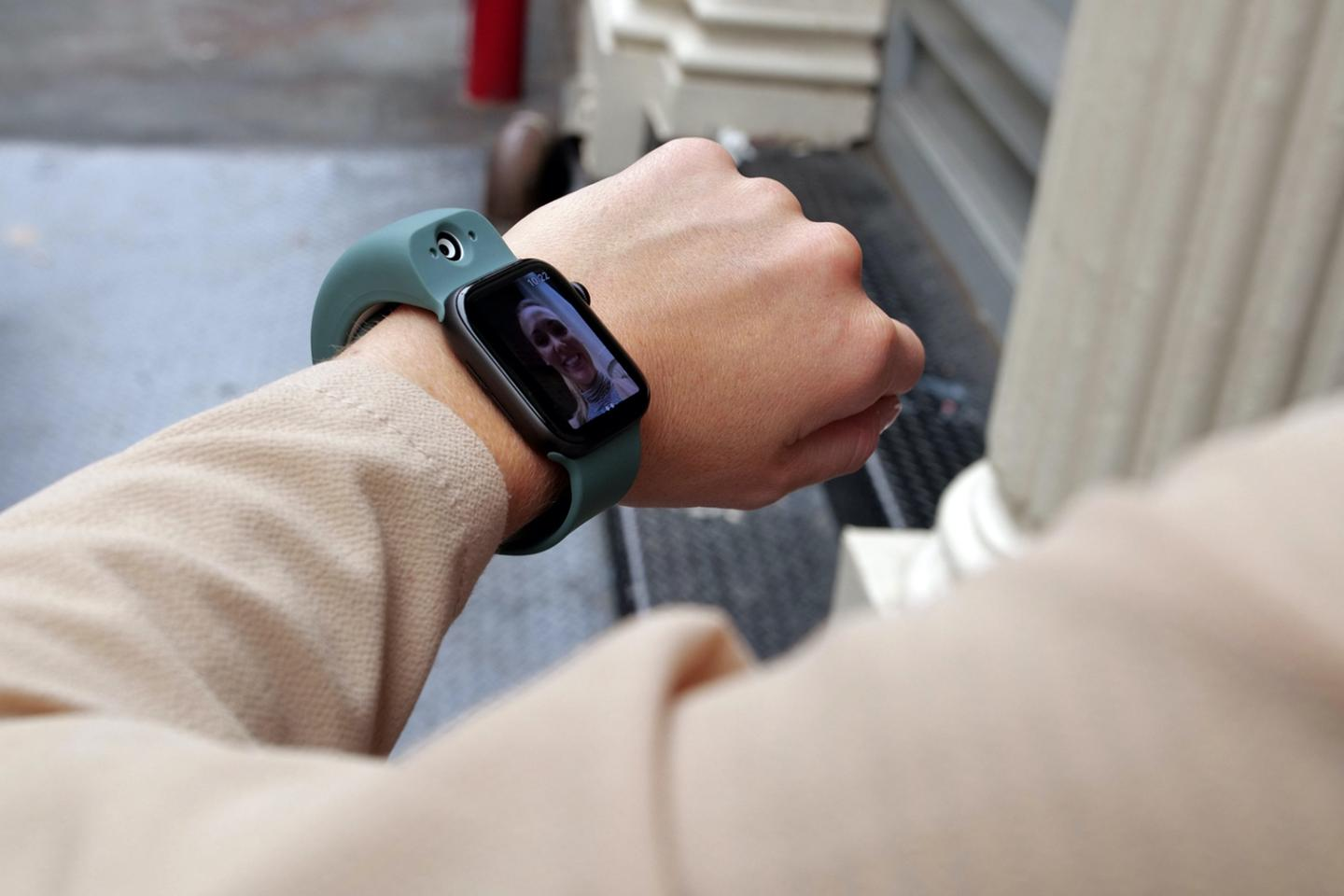 Take photos and videos from your wearable with Wristcam