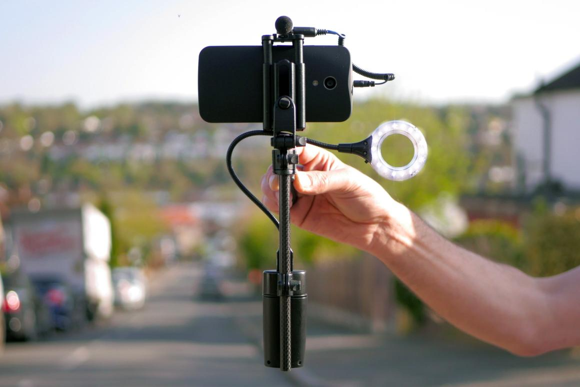 The MiniRig is amagnetic gimbal smartphone stabilizer which allows users to mount video-enhancing accessories