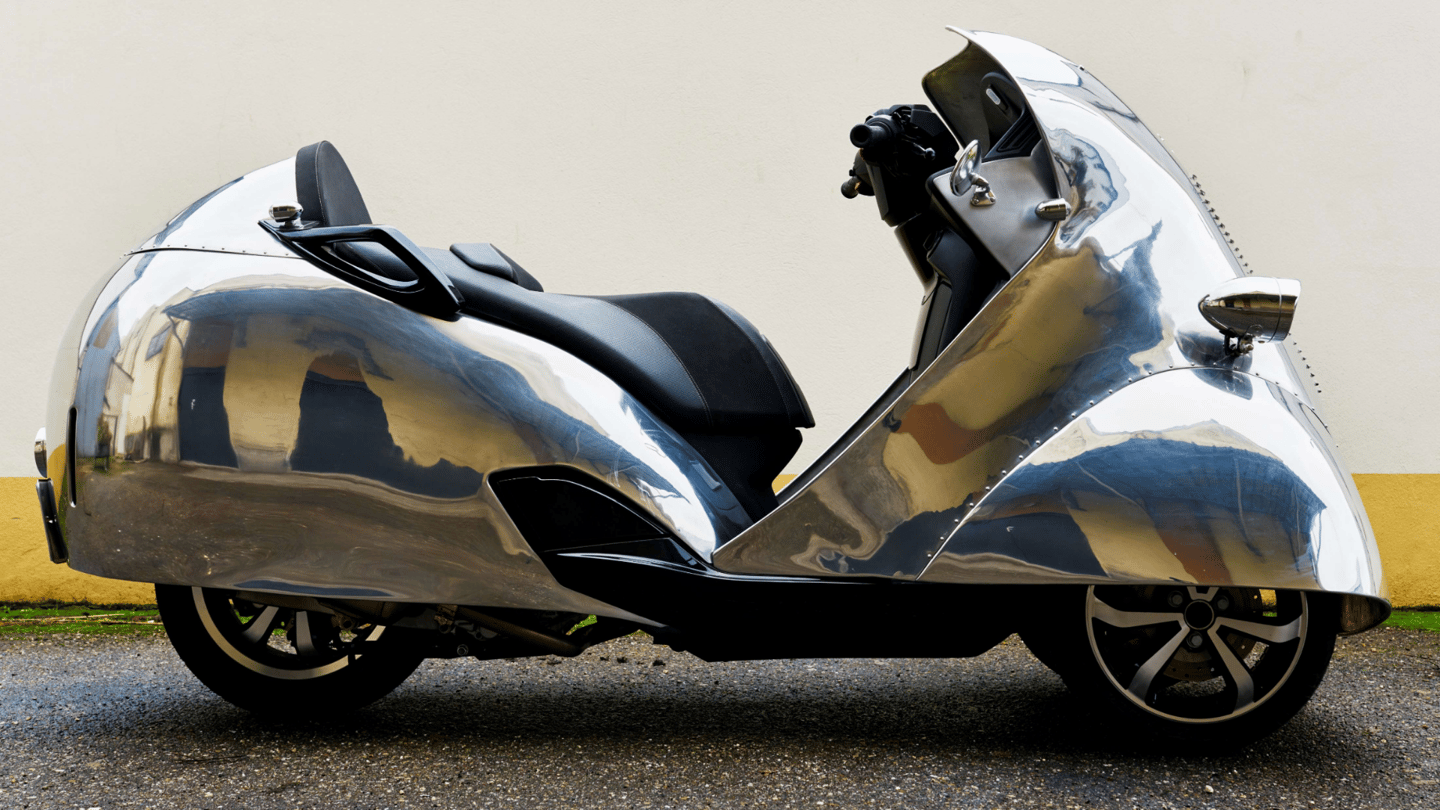 Peugeot Metropolis Prototype |  Auction Link: Artcurial | Estimate: €20,000 to €40,000