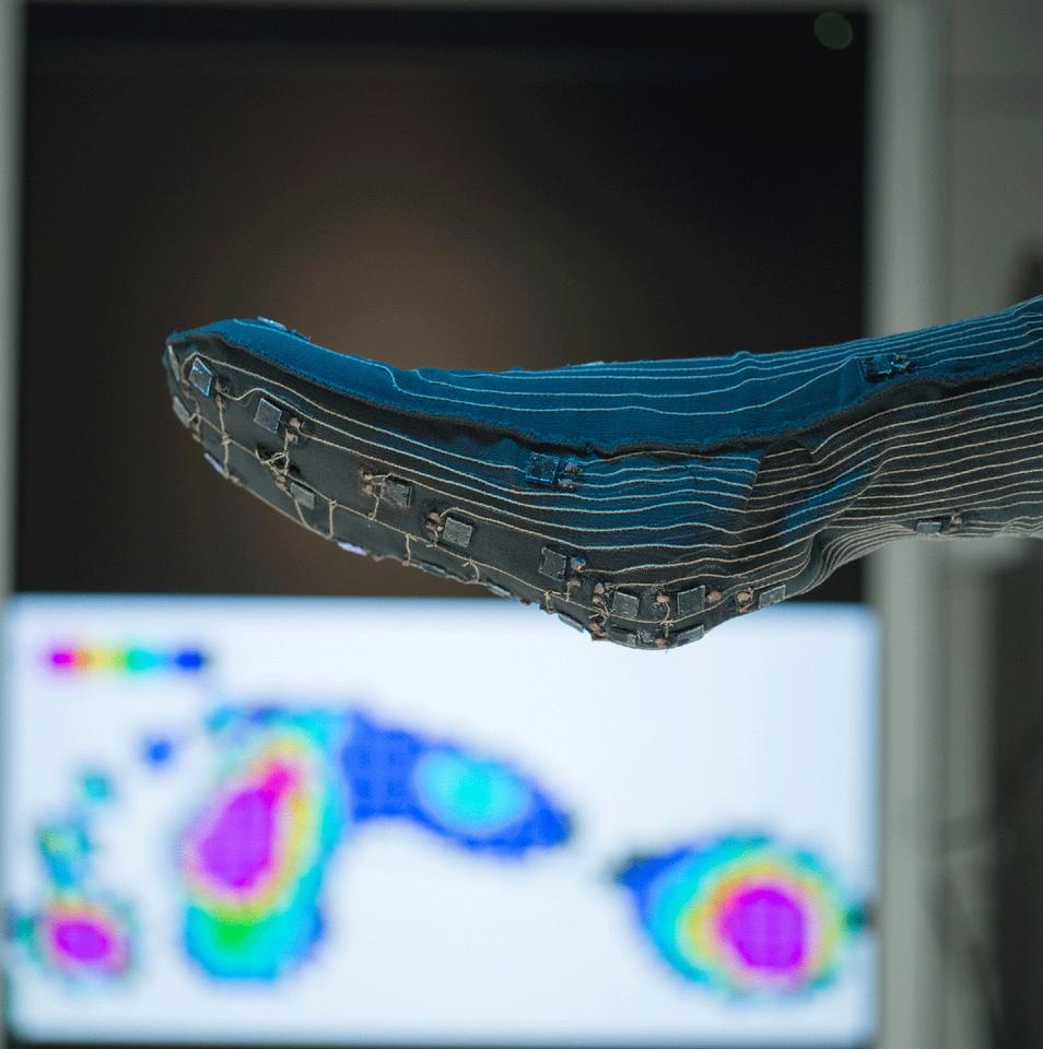 One of the prototype pressure-monitoring socks (Photo: Fraunhofer)