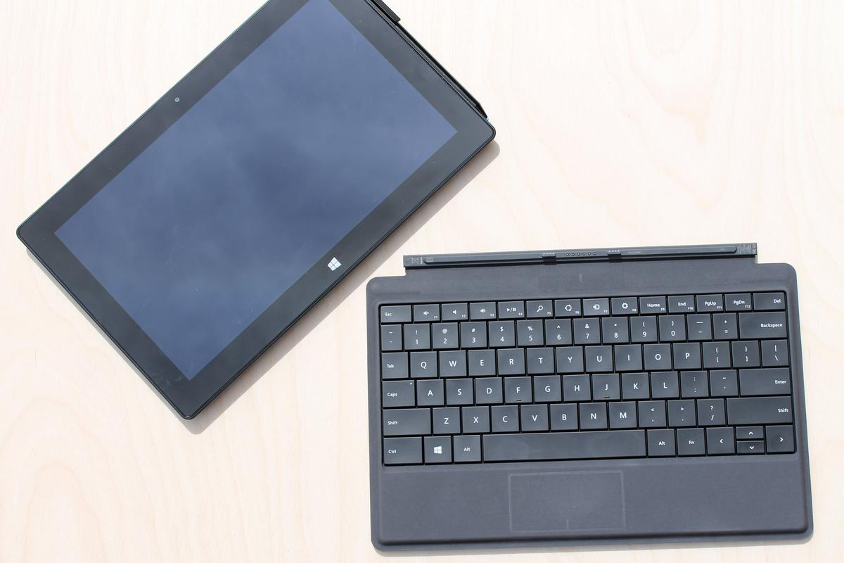 Gizmag reviews the Power Cover, a keyboard accessory that extends the battery life in Microsoft Surface