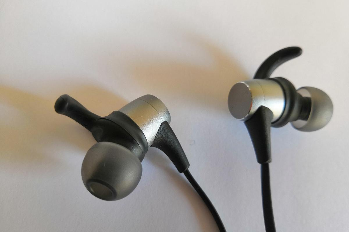 """Probably the first thing you notice about the Spirt Pro are its distinctive """"EarWings"""" designed to fit the curvature of your ear"""