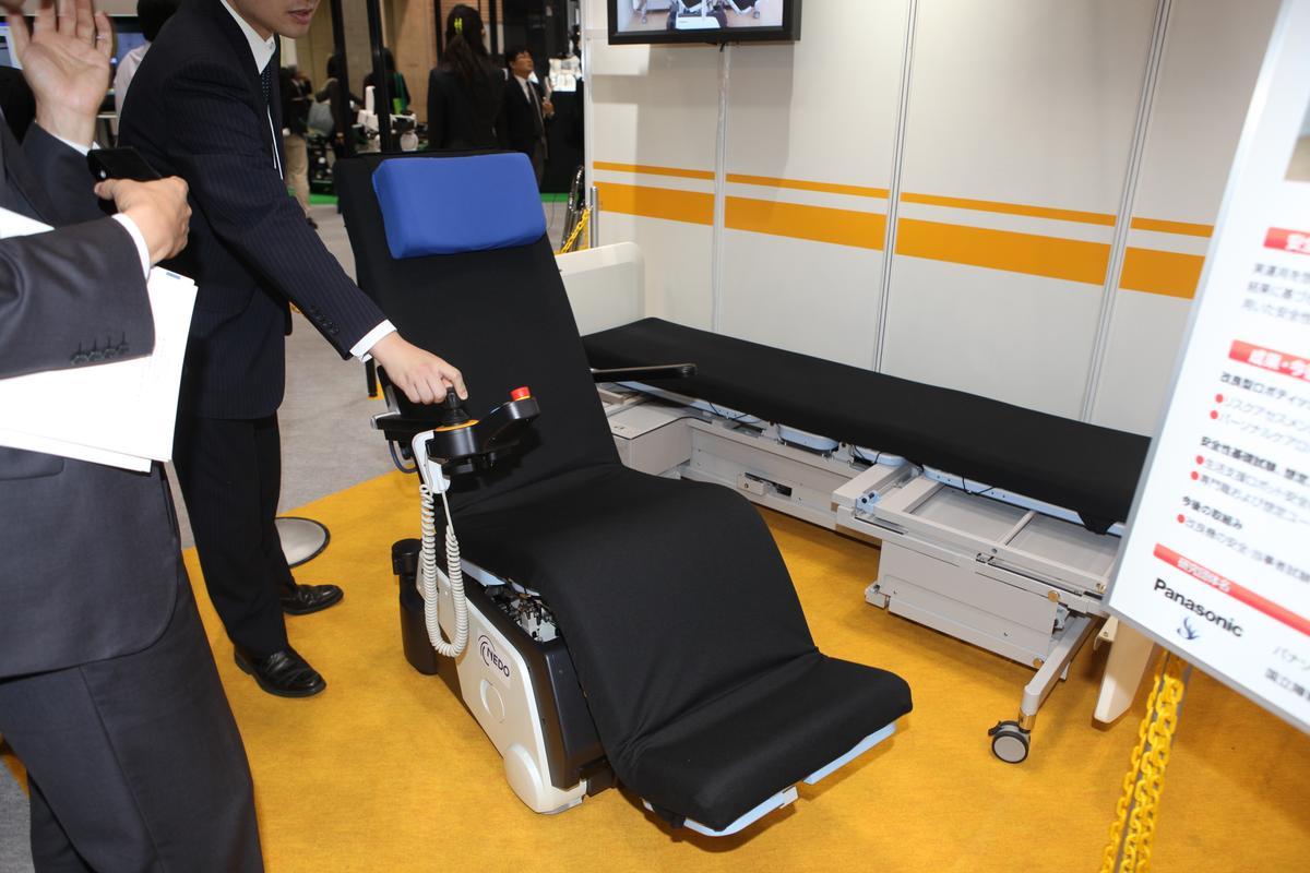 Panasonic's Resyone robotic bed transforms into an electric wheelchair (Photo: Gizmag)