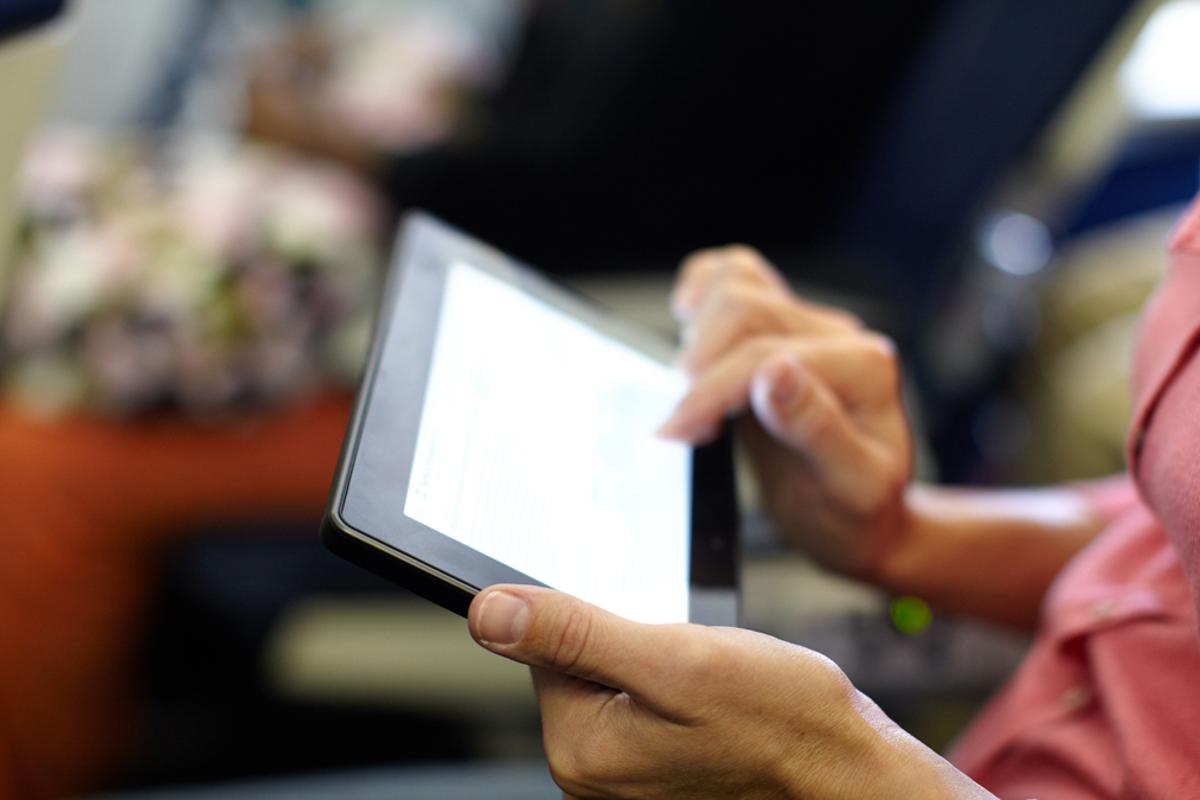 """Passengers on European airlines will be able to use mobile electronic devices """"gate-to-gate"""" (Photo: Shutterstock)"""