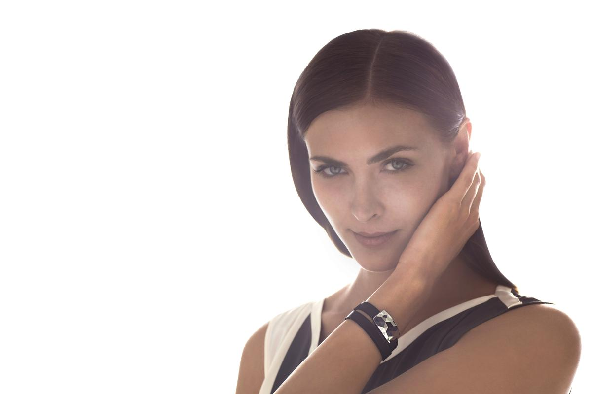 Netatmo's JUNE bracelet monitors sun exposure with data displayed on a companion smartphone app