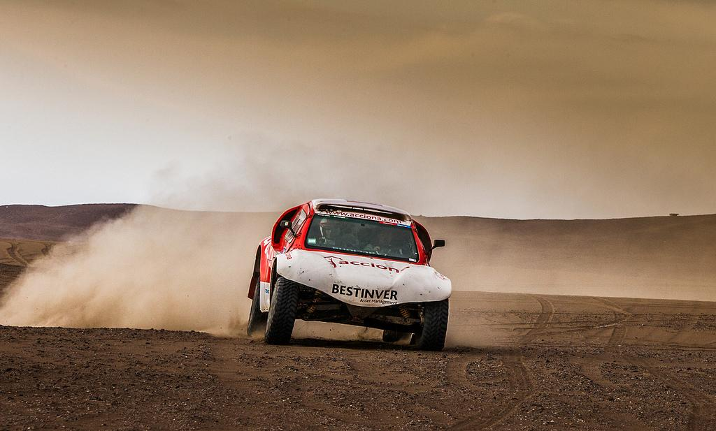 The Acciona 100% EcoPowered on the move in the 2017 Dakar Rally