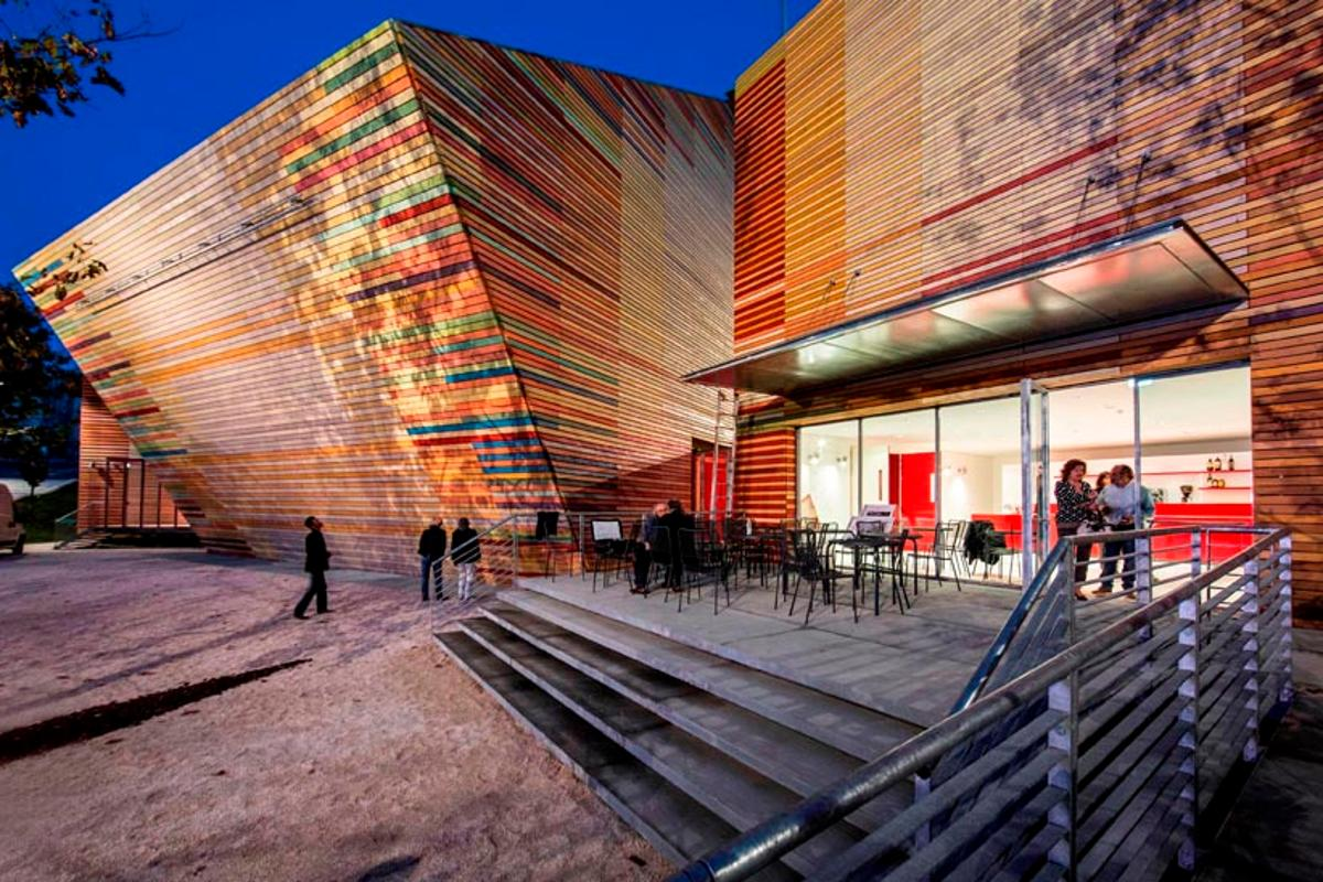 The Italian city of Trento donated this colorful auditorium to earthquake-affected Aquila (Photo: Marco Caselli Nirmal)