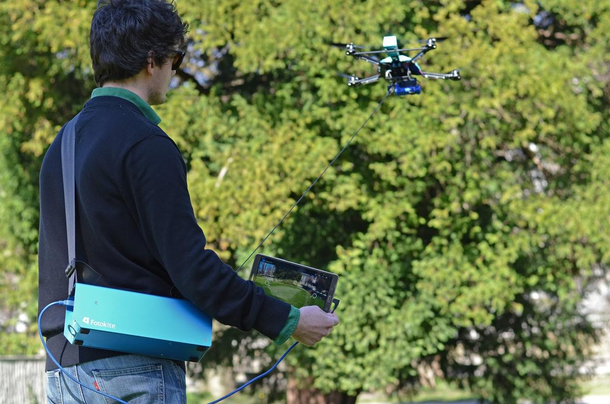 Fotokite claims that somebody can be taught to fly its device within five minutes (Photo: Fotokite)